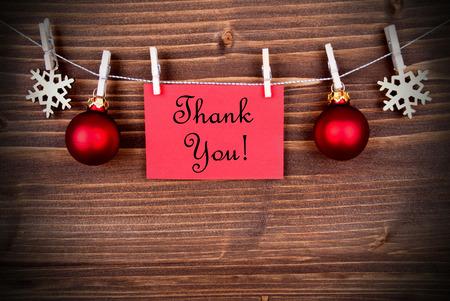 Weihnachten oder Winter-Hintergrund mit einem roten Etikett mit den Worten danken Ihnen auf einer Linie