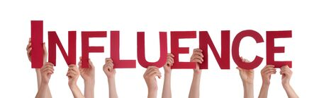 apalancamiento: Muchas personas de raza blanca y manos que sostienen Rojos Lacio letras o caracteres construcci�n de la aislada Influencia Ingl�s de Word en el fondo blanco