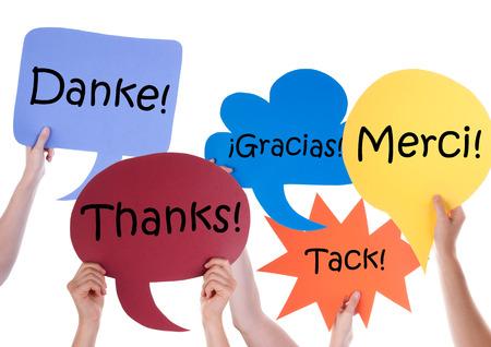 Viele Hände halten bunte Rede Ballons oder Sprechblasen mit Danke in den Sprachen, isoliert auf weiss Standard-Bild - 37979382
