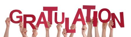 congratulations: Muchas personas cauc�sicas Y Manos celebraci�n rojo letras o caracteres Construyendo La aislado alem�n Palabra Gratulation que significa Enhorabuena en fondo blanco