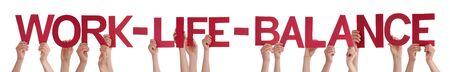 corporal language: Muchas personas de raza blanca y Manos que sostienen Rojos Lacio letras o caracteres Edificio El aislada Ingl�s de Word Balance de la vida en el fondo blanco