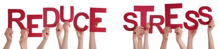 Viele Menschen Caucasian And Hands Holding Red Buchstaben oder Zeichen Aufbauend Die Isolated English Word Reduzieren Sie Stress auf weißem Hintergrund Standard-Bild - 41923629
