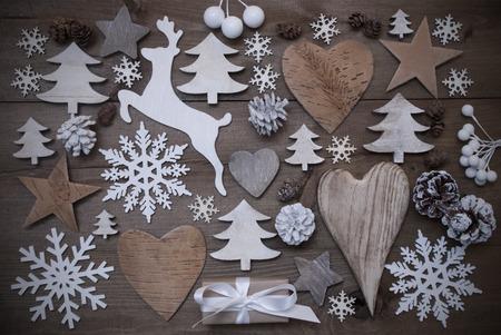 estrellas de navidad: Fondo de madera con muchos Decoration.Christmas regalo de Navidad, corazón, Snowfalke, el cono de abeto, estrella, árbol de navidad, reno. Espacio en blanco, texto libre o su texto aquí. Gris rústico o estilo de la vendimia