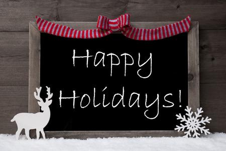 Gray Kerstkaart Met Chalkoard, Rode Loop, rendieren en Snowflake op witte sneeuw. Rustiek, Uitstekende Houten Achtergrond. Kerst Decoratie Met Engels tekst Happy Holidays. Zwart-wit beeld