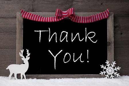 you black: Tarjeta de Navidad gris Con Chalkoard, Rojo Loop, renos y copo de nieve en blanco como la nieve. Rústico, madera de fondo de la vendimia. Decoración de Navidad con el texto Inglés Gracias. Imagen blanco y negro Foto de archivo