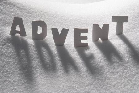 adviento: Blanco cartas Building texto Alemán Adviento significa Tiempo de Navidad En Blanco Nieve