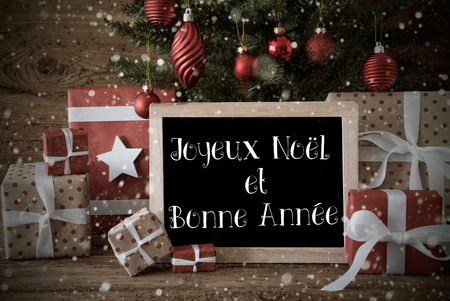 bonne: Nostalgic Card For Seasons Greetings. Christmas Tree With Balls And Snowflakes. Gifts In Front Of Wooden Background. French Text Joyeux Noel Et Bonne Annee Means Merry Christmas And Happy New Year Stock Photo