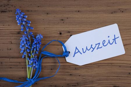 auszeit: Srping Grape Hyacinth, Label, Auszeit Means Downtime Stock Photo