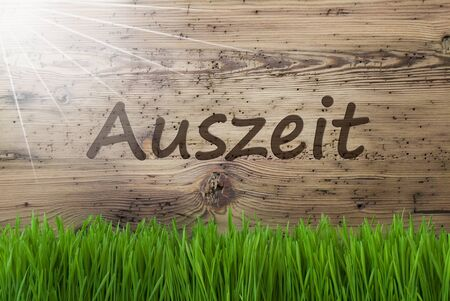 downtime: Sunny Wooden Background, Gras, Auszeit Means Downtime