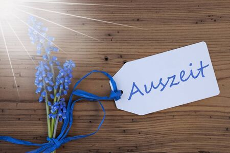 auszeit: Sunny Srping Grape Hyacinth, Label, Auszeit Means Downtime