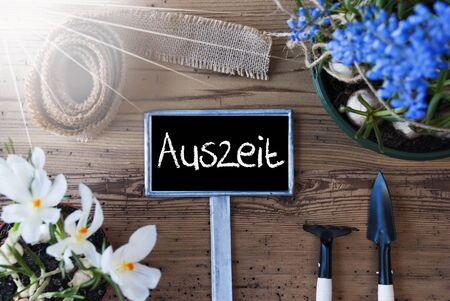 downtime: Sunny Spring Flowers, Sign, Auszeit Means Downtime