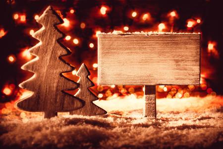 Segno, albero di Natale, neve, spazio copia, notte con luci