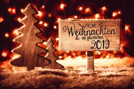Segno, albero rustico, neve, calligrafia Glueckliches 2019 significa felice 2019