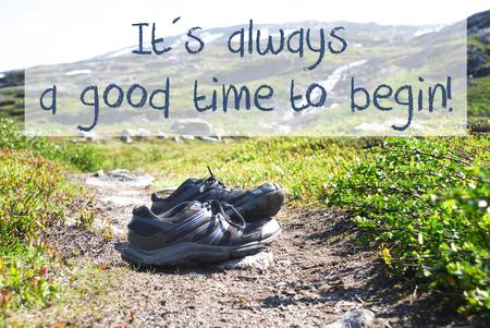 Chaussures sur le chemin de randonnée, toujours un bon moment pour commencer