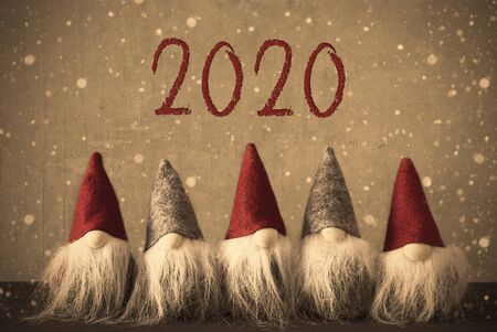 Five Gnomes, Snowflakes, Text 2020, Vintage Retro Look Imagens - 130687035