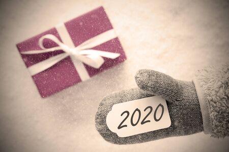 Pink Gift, Glove, Text 2020, Instagram Filter, Snow Background Imagens - 130686984