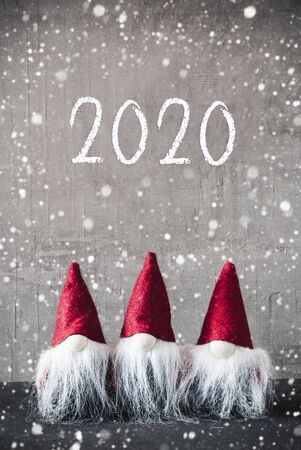 Three Red Gnomes, Urban Cement, Snowflakes, Text 2020 Imagens