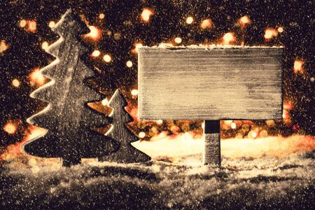 Vintage Sign, Christmas Tree, Snow, Copy Space, Fairy Lights Фото со стока