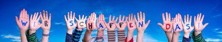 Children Hands Building Word Wir Schaffen Das Means We Can Do It, Blue Sky Zdjęcie Seryjne