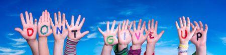 Children Hands Building Word Do Not Give Up, Blue Sky Foto de archivo