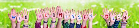 Children Hands Building Word Wir Vermissen Dich Means We Miss You, Grass Meadow Zdjęcie Seryjne