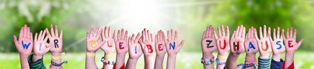 Children Hands Building Word Wir Bleiben Zuhause Mean We Stay Home, Grass Meadow Zdjęcie Seryjne