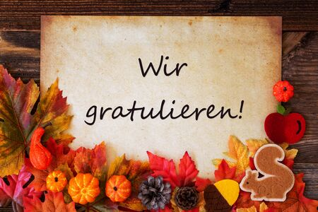 Old Paper With Wir Gratulieren Means Congratulations, Colorful Autumn Decoration Banque d'images