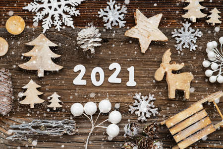 Rustic Wooden Christmas Decoration, 2021, Tree, Fir Cone And Sled, Snowflakes 版權商用圖片