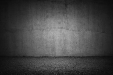 돌 벽과 회색 바닥의 빈티지 인테리어