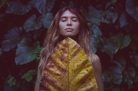 fashion woman portrait in the rain forest Reklamní fotografie - 79148880