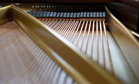 classical mechanics: Piano strings