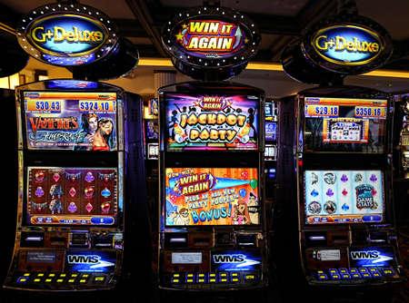 Casinomachines in het uitgaansgebied 's nachts