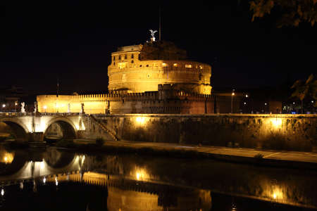 Saint Angelo Castle bridge (Castel Sant'Angelo) in Rome Редакционное
