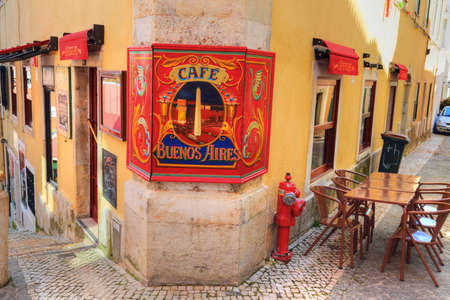 LISBON, PORTUGAL – OCTOBER 2017: Trendy bistro in historic part of Lisbon Редакционное