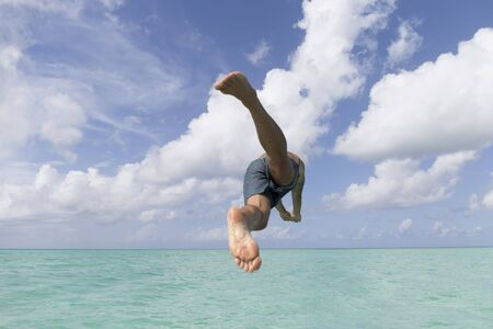MAN JUMPS TO THE SEA