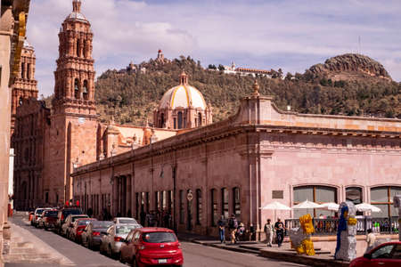 Zacatecas, Mexico, December 21st, 2017: street view of the colonial town with the cathedral unesco heritage Redactioneel