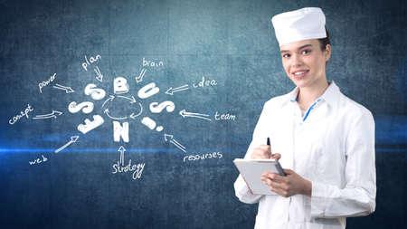 아름 다운 여성 의사 제복을 입은. 스튜디오 배경 그린. 수익성이 건강 관리의 개념입니다.