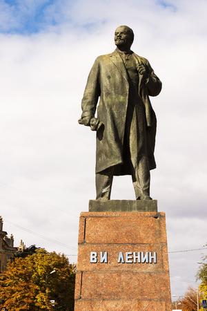 statesman: VOLGOGRAD, RUSSIA - October 11, 2015: the statesman of the Monument to V. I. Lenin Set the size of German Titov, Volgograd, Russia