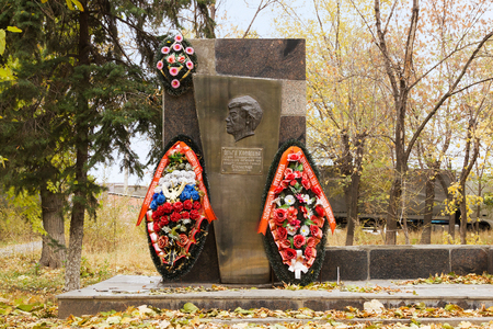 perish: VOLGOGRAD, RUSSIA - November 01, 2015: Monument tomb on the first woman, a steelmaker working at the Red October factory. Volgograd, Russia