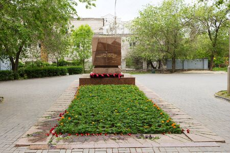seconda guerra mondiale: VOLGOGRAD, RUSSIA - May 08, 2016: A mass grave of soldiers, soldiers, and the civilians who have died in days of the Battle of Stalingrad in the Second World War. Volgograd, Russia Editoriali