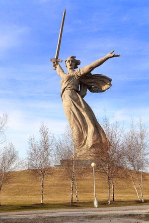seconda guerra mondiale: VOLGOGRAD, RUSSIA - April 08, 2017: A monument the Motherland calls! In honor of a victory in the Great Patriotic War (World War II). Volgograd, Russia is established on Mamayev Kurgan Editoriali