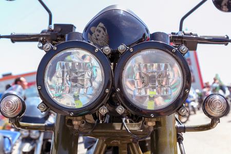 VOLGOGRAD, RUSSLAND - 5. Mai 2018: Motorradscheinwerfer. Nahansicht