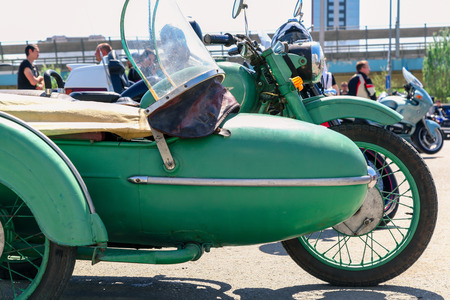 VOLGOGRAD, RUSSIA - May 5,2018: The motorcycle stands still on the city street, a close up 新聞圖片