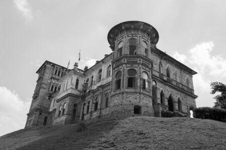 Le château de Kellie à Batu Gajah, Ipoh, est l'un des monuments les plus célèbres et les plus importants de l'État de Perak. C'était la preuve de l'histoire Ipoh, la prospérité de la génération du caoutchouc et de l'étain. La population locale l'appelle Haunted House, et il a été abandonné très lo