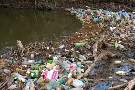 mundo contaminado: Desastre ecológico Foto de archivo