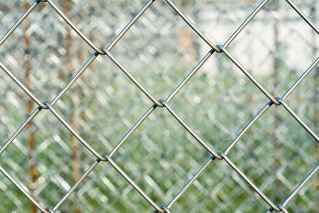 malla metalica: De malla de metal con fondo borroso, concepto de la construcci�n