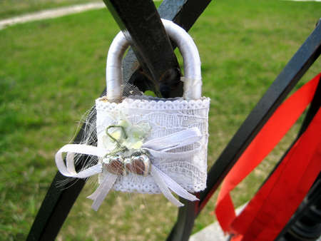to clasp: Wedding clasp in white lace hanging on the fence