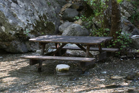 Picnic tabke in the forest. Ida Mountain, Turkey. Imagens - 89040207