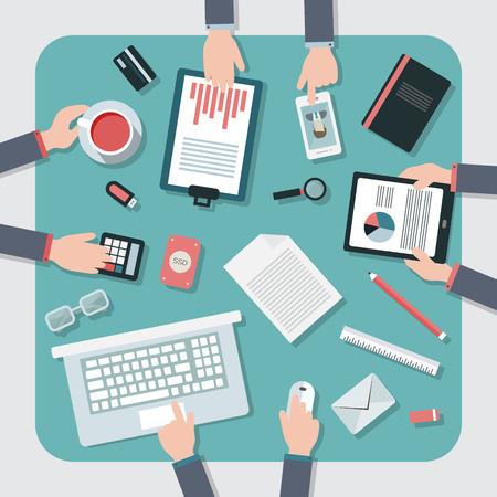 Piatto progettazione illustrazione vettoriale. Posto di lavoro Business con una tazza di caffè, tavoletta digitale, smartphone, carte e vari oggetti da ufficio sul tavolo.