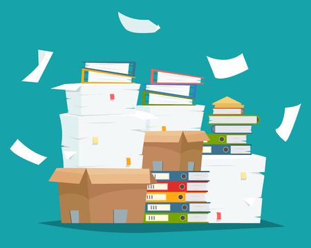 Stapel papieren documenten en bestandsmappen in kartonnen dozen.